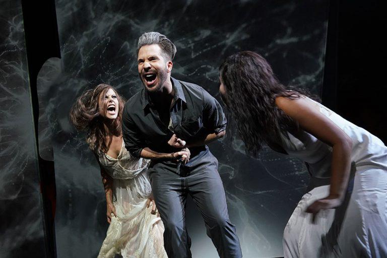 """Alien auf Sinnsuche – David Bowies Musical """"Lazarus"""" im Musiktheater"""
